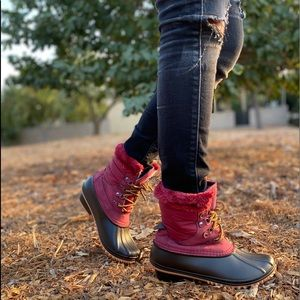 Wine lace up winter duck boots.